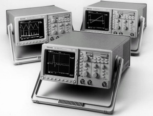 TDS340A - Tektronix Digital Oscilloscopes
