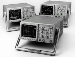 TDS380 - Tektronix Digital Oscilloscopes