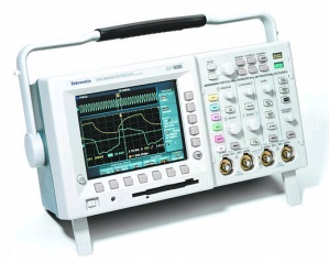 TDS3012B - Tektronix Digital Oscilloscopes