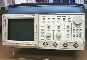 TDS580D - Tektronix Digital Oscilloscopes